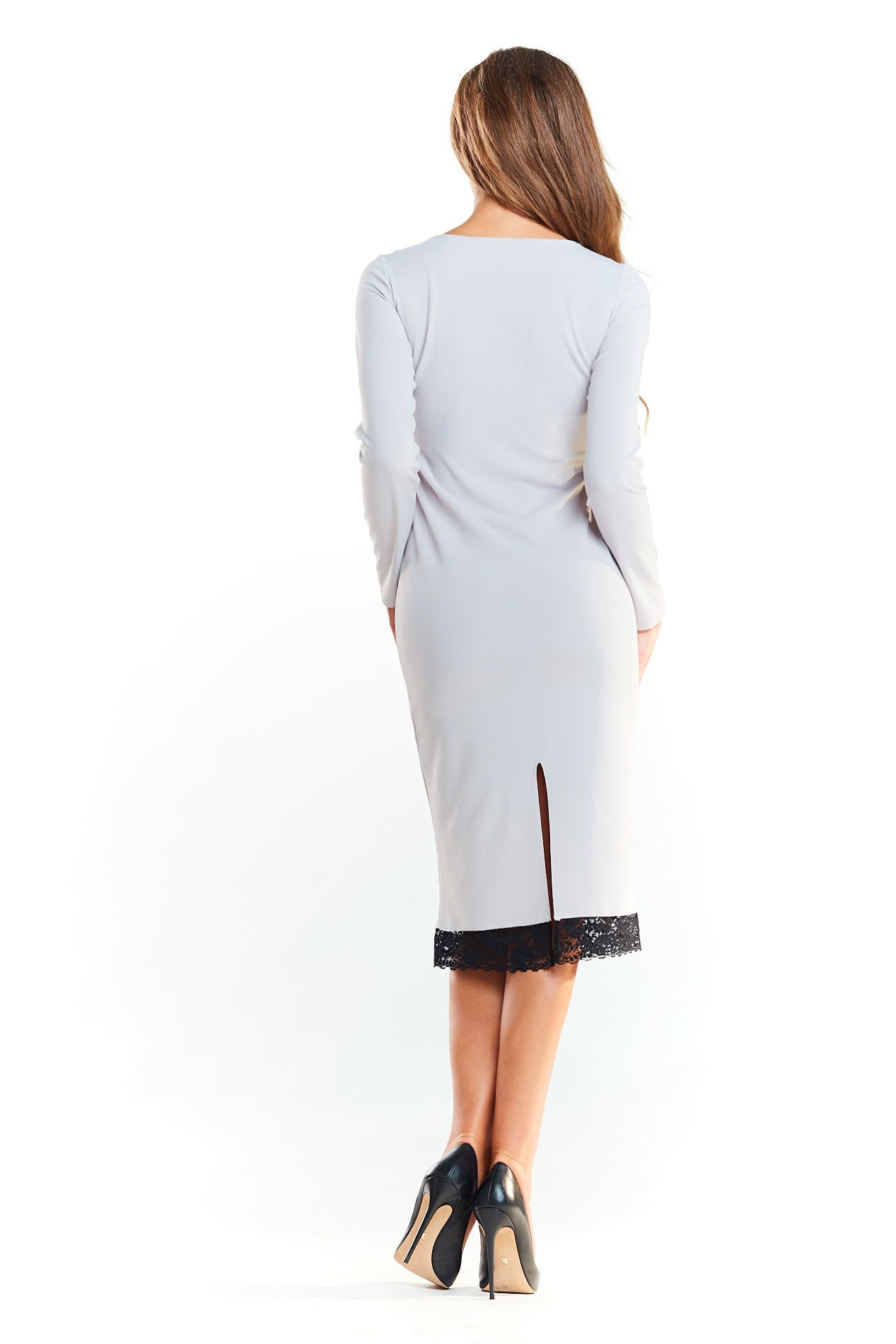 CM4038 Dopasowana sukienka z koronką od dołu - szara
