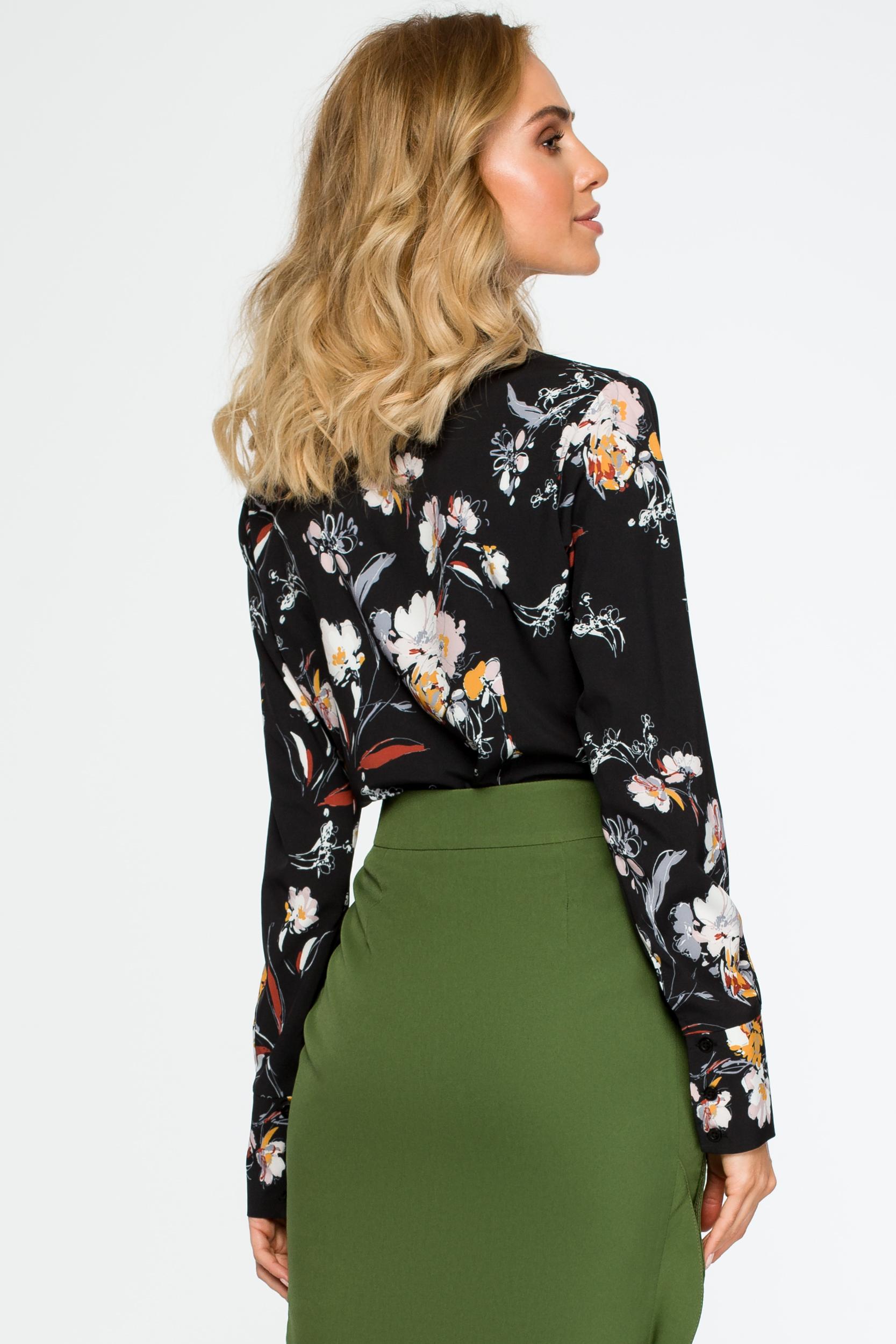 CM4018 Bluzka koszulowa w kwiaty - czarna