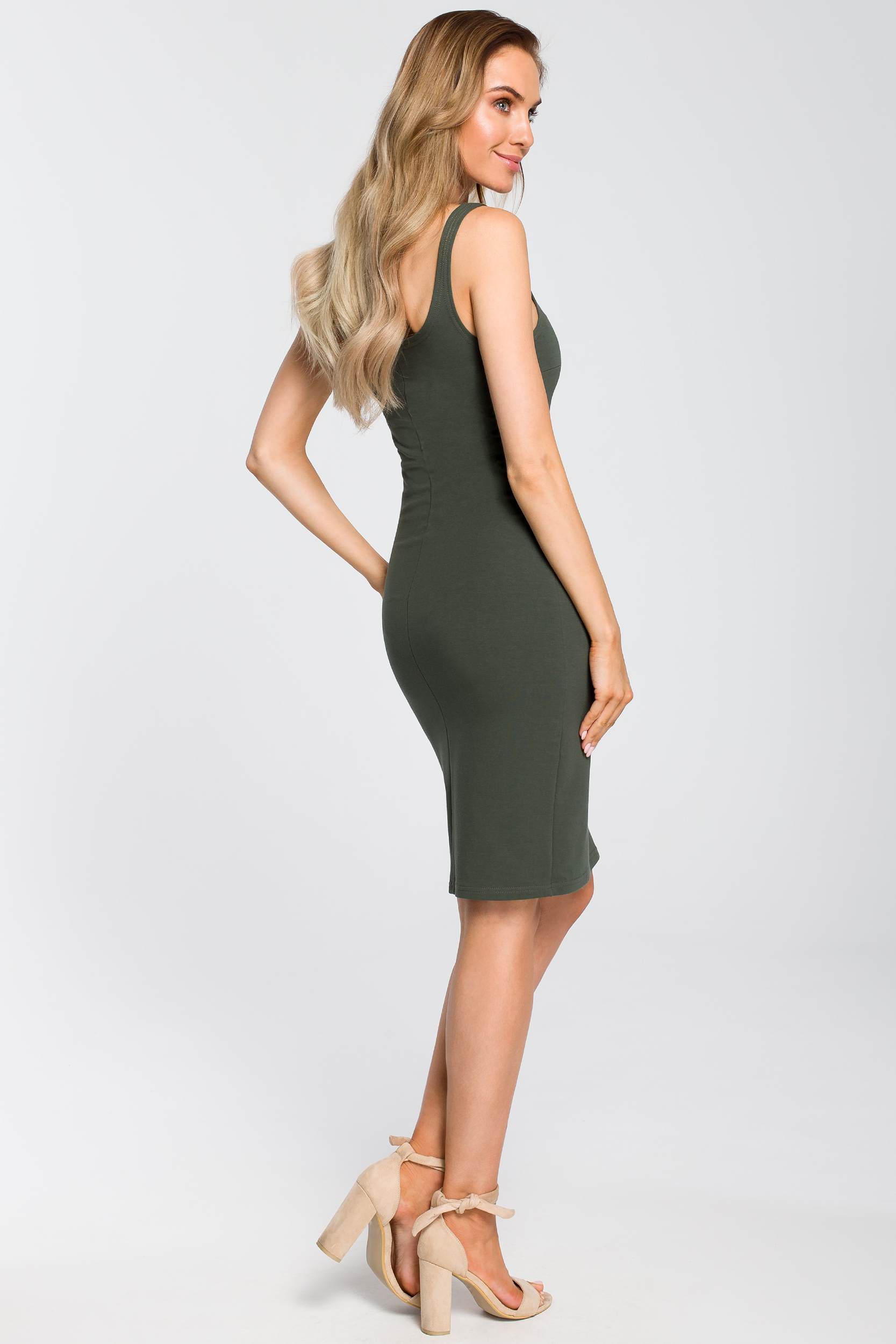 CM4095 Elastyczna sukienka na ramiączkach - militarno-zielona