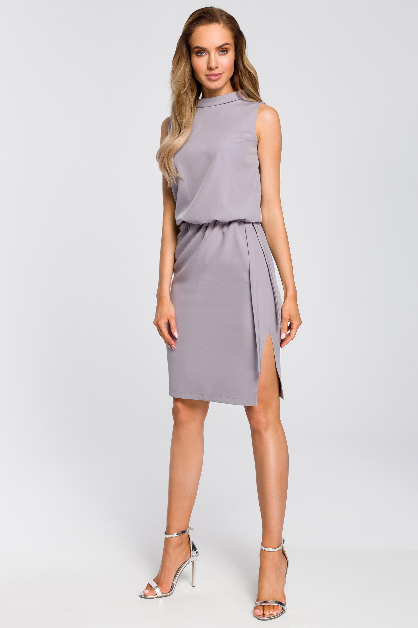 CM4104 Elegancka sukienka z rozcięciem na plecach - szara