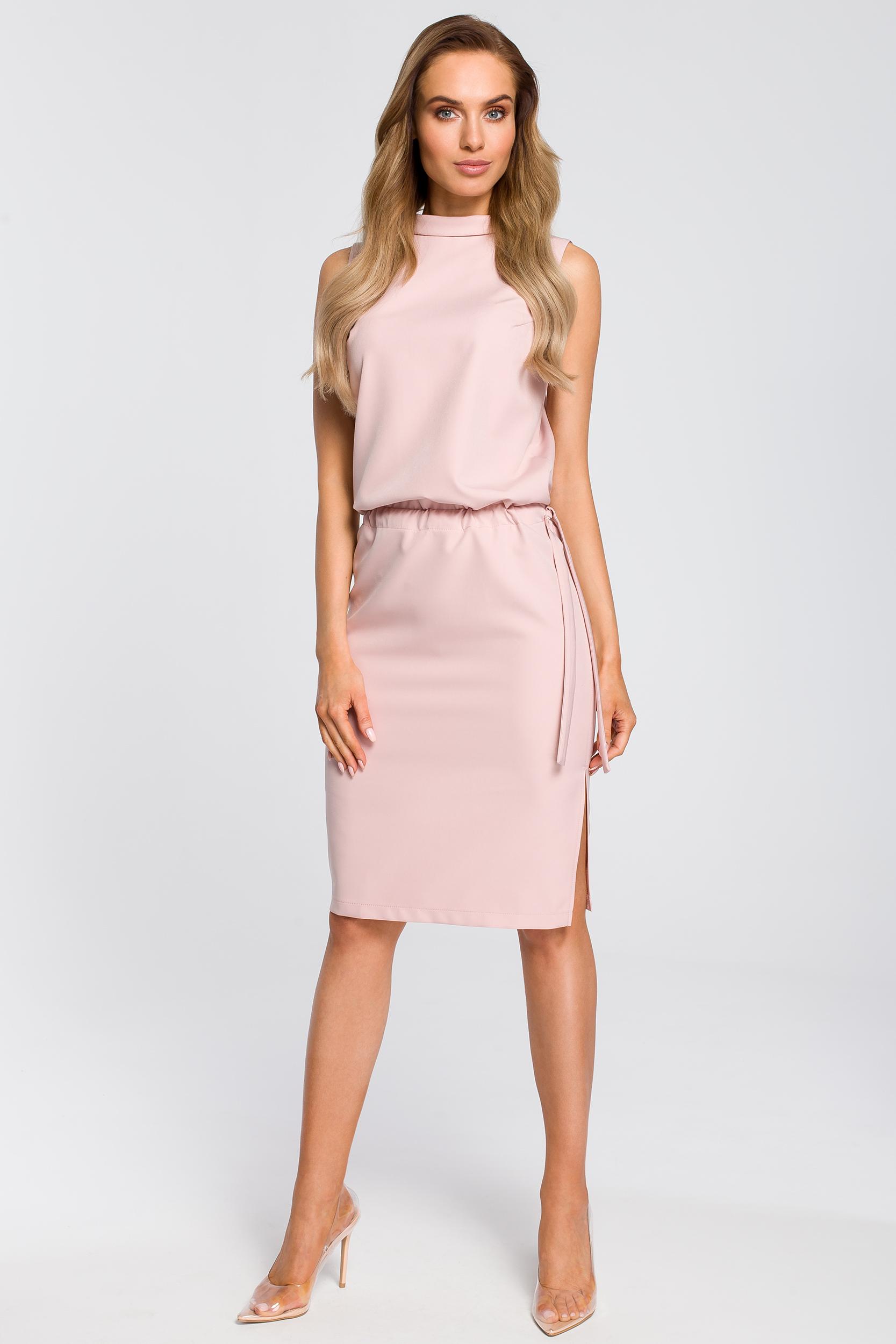 CM4104 Elegancka sukienka z rozcięciem na plecach - pudrowa