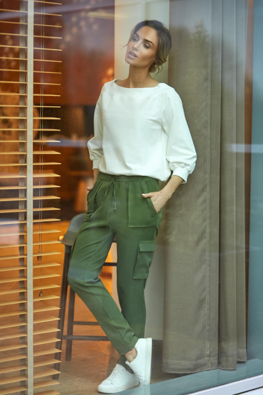 CM4106 Zwężane spodnie damskie z kieszeniami - zielone
