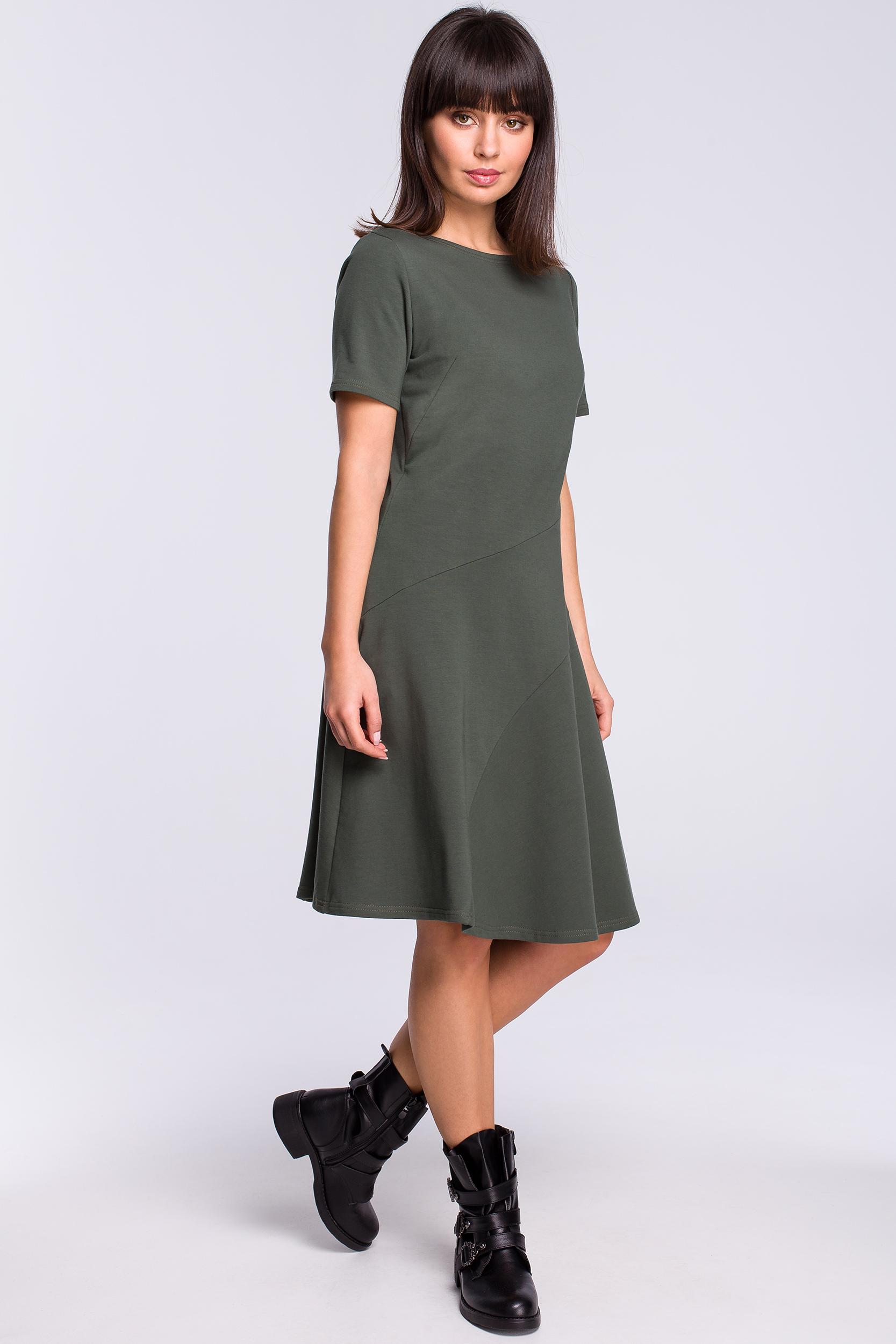 CM4119 Lekko rozkloszowana sukienka z godetem - militarno-zielona