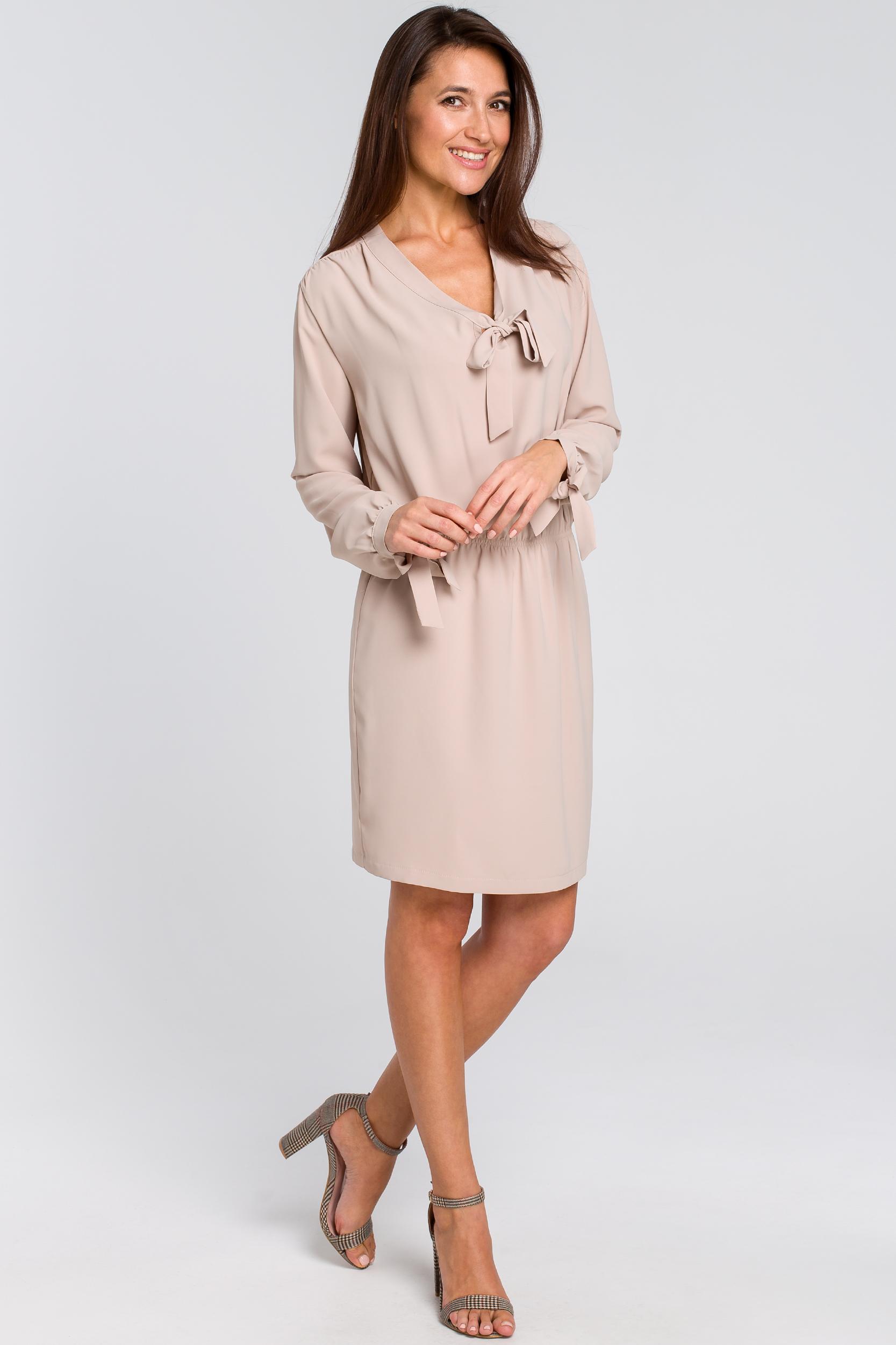 CM4135 Sukienka z wiązanym dekoltem - beżowa