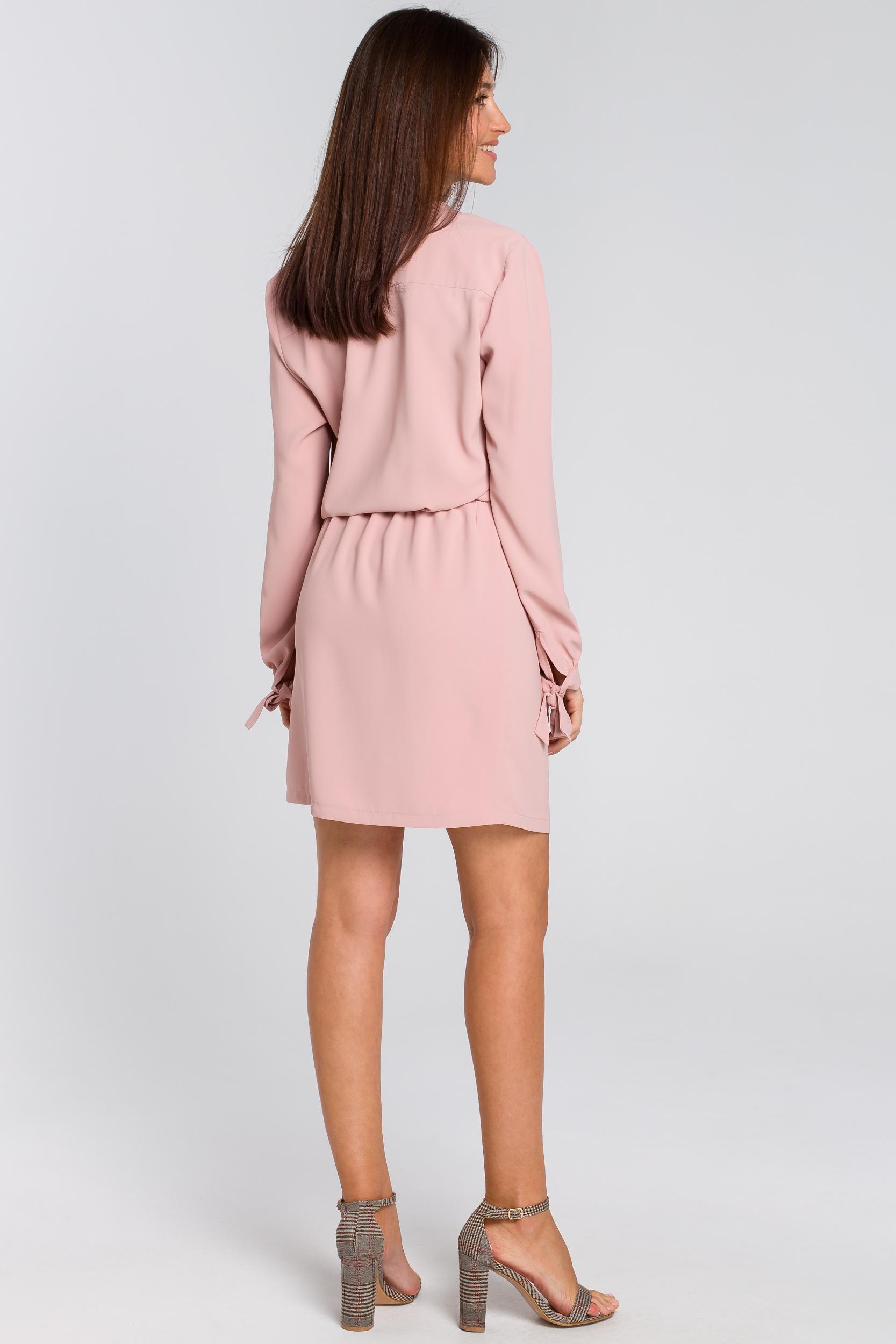 CM4135 Sukienka z wiązanym dekoltem - pudrowa
