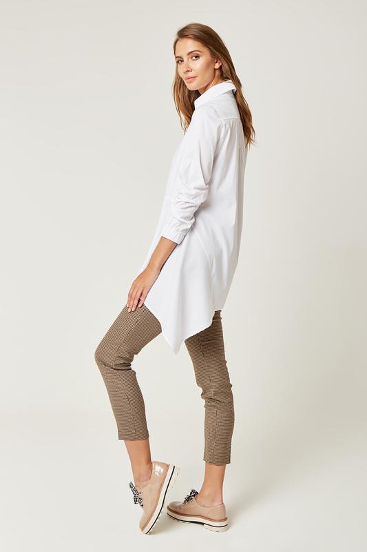 CM4235 Asymetryczna bluzka koszulowa - biała
