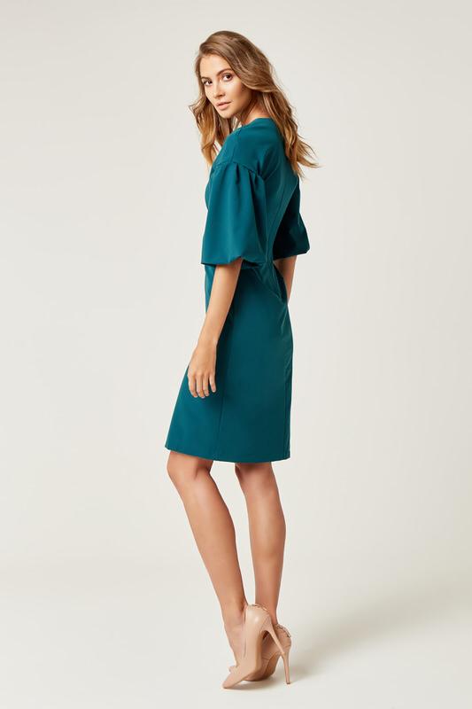 CM4242 Biurowa sukienka z szerokim rękawem - zielona
