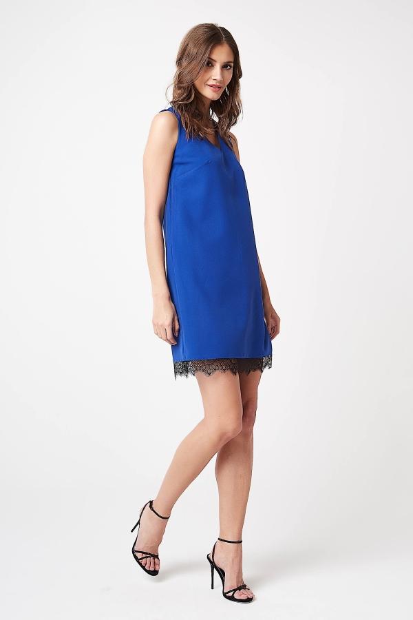 CM4243 Sukienka mini bez rękawów z koronką - chabrowa