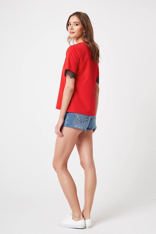 CM4245 Klasyczna bluzka z koronką - czerwona