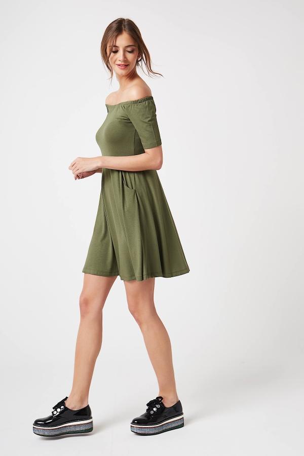CM4247 Sukienka z odkrytymi ramionami - khaki
