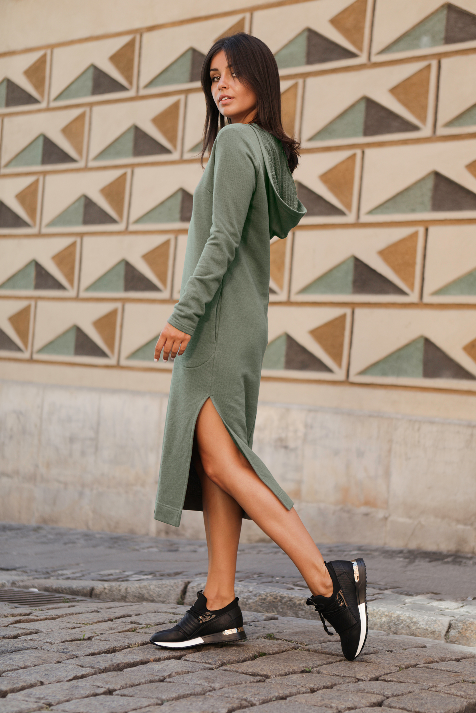CM4603 Sukienka maxi z kapturem - khaki