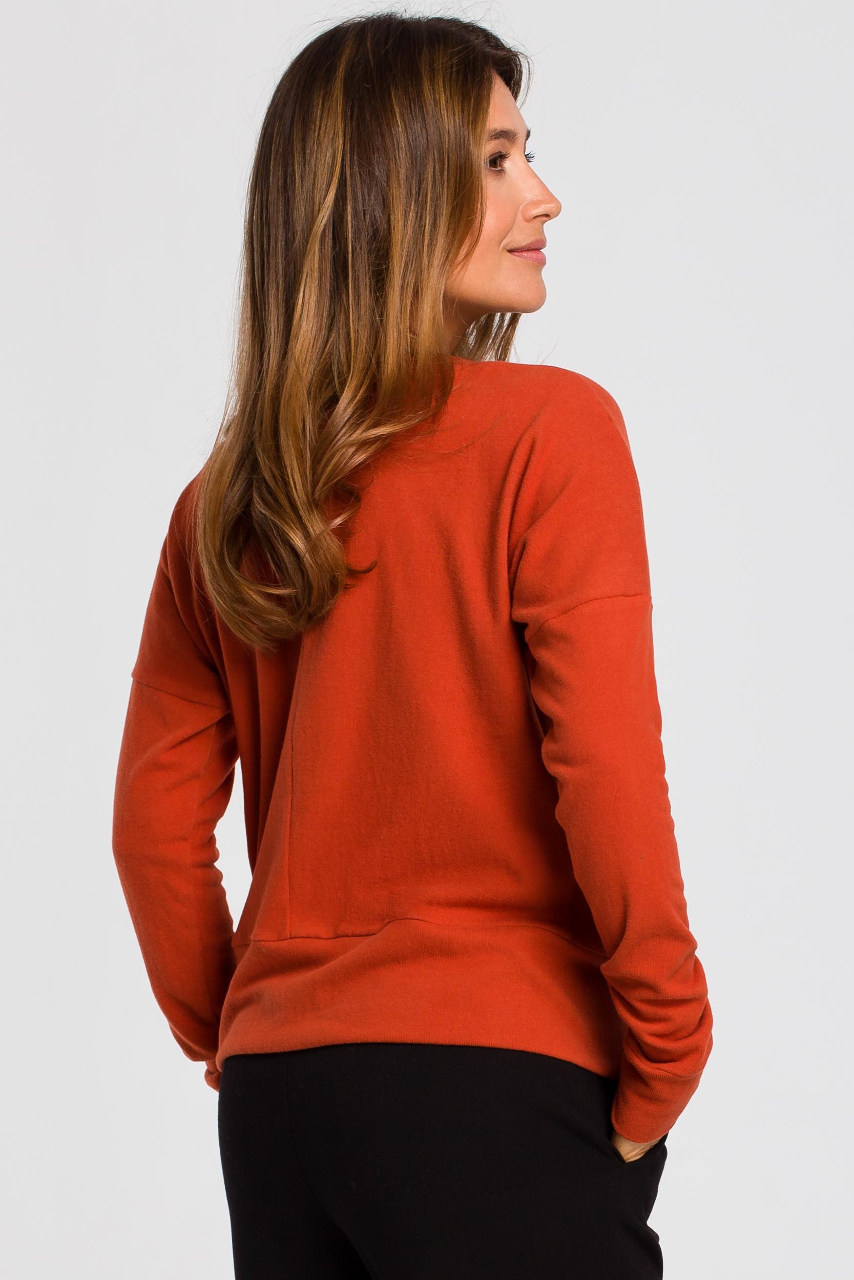 CM4642 Sweterek z rozcięciami na dole - rudy