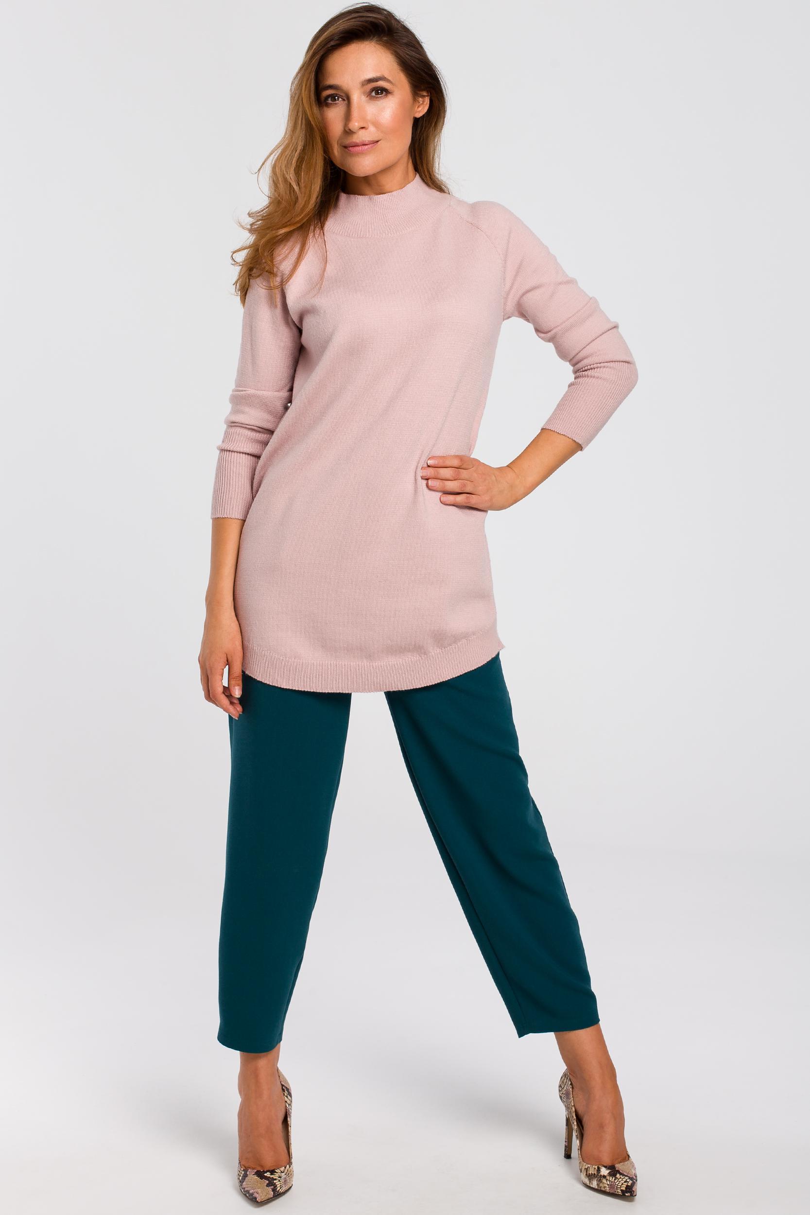 CM4646 Dłuższy sweter z prążkowanym półgolfem - różowy
