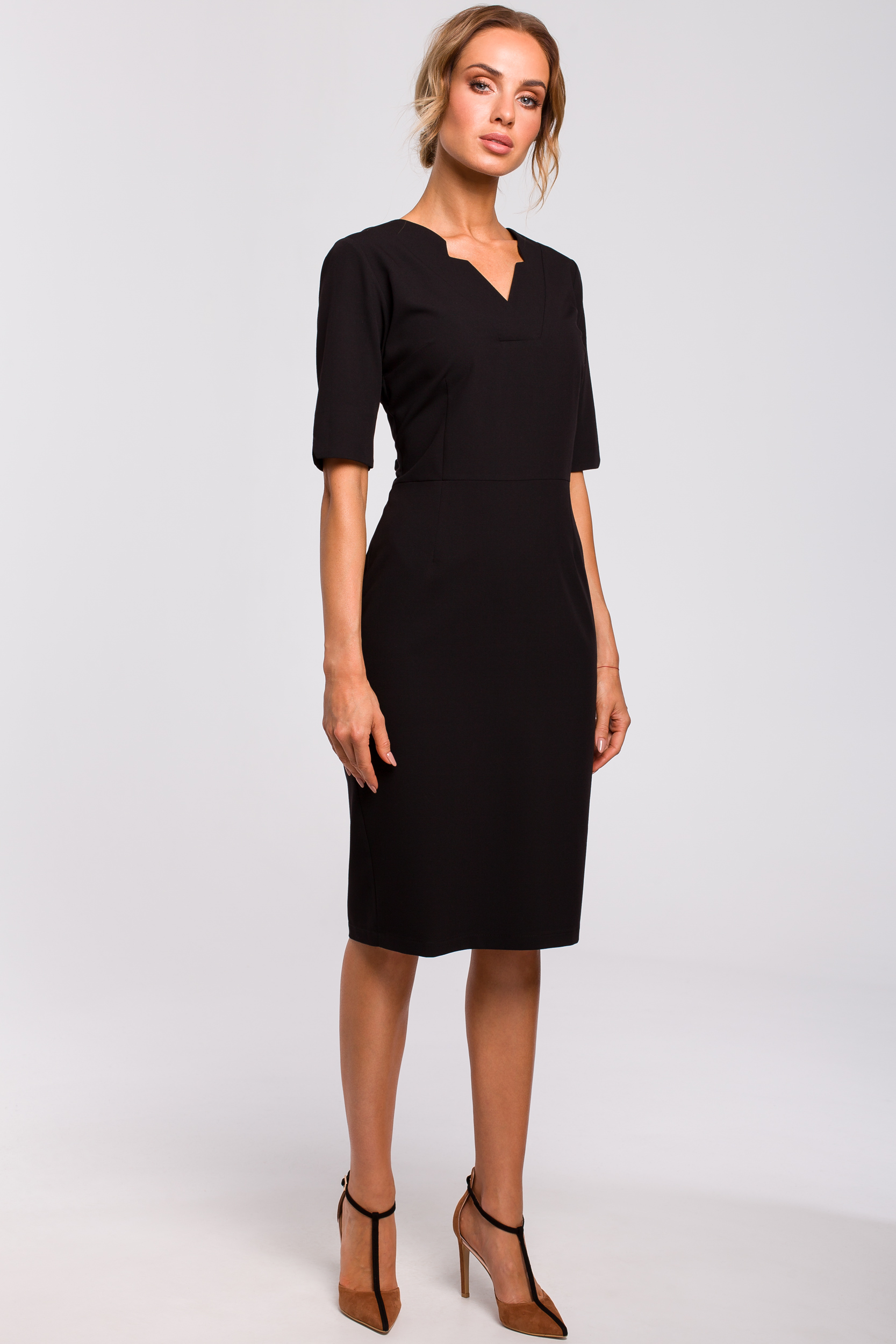 CM4773 Sukienka z dekoltem V - czarna