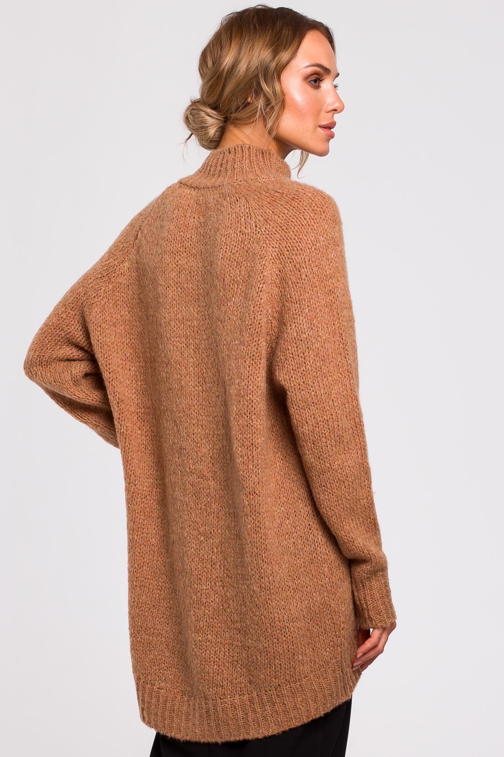 CM4786 Asymetryczny sweter z półgolfem - karmelowy