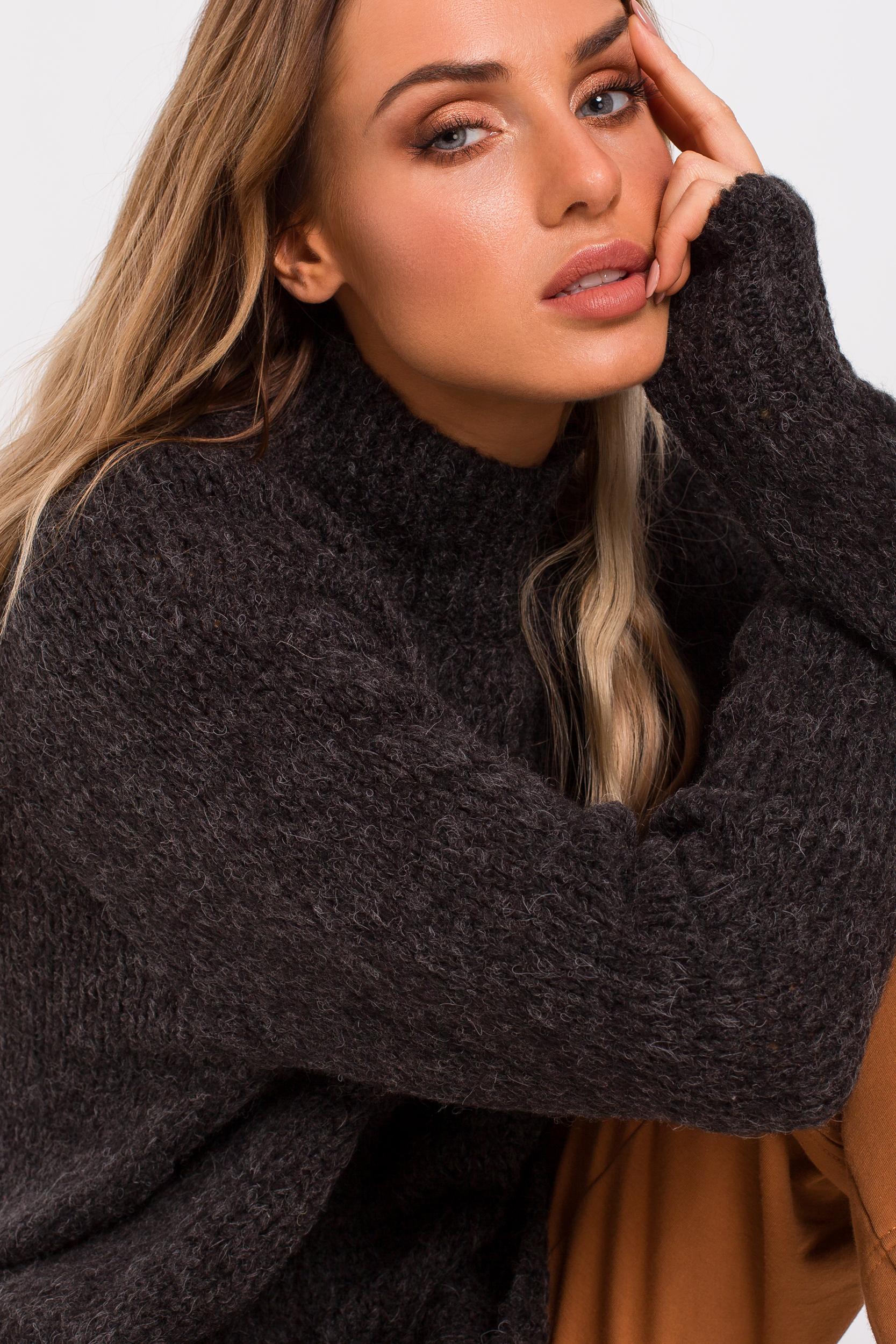 CM4786 Asymetryczny sweter z półgolfem - grafitowy